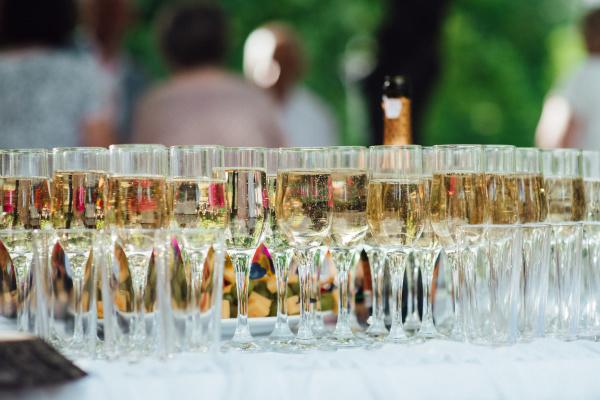 hochzeitsglaeser fuer wein und champagner aus