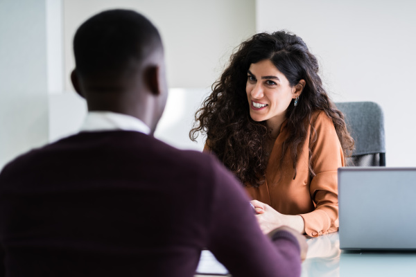 weibliche managerin interview einen maennlichen bewerber
