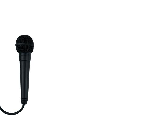schwarzes mikrofon auf isoliertem weiss