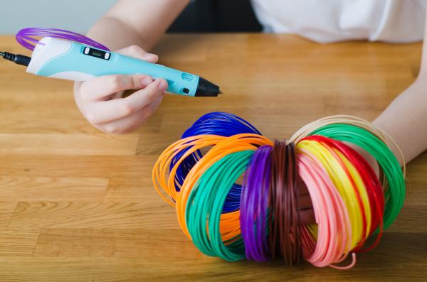 kinderhaende halten kit farbigen abs kunststoff