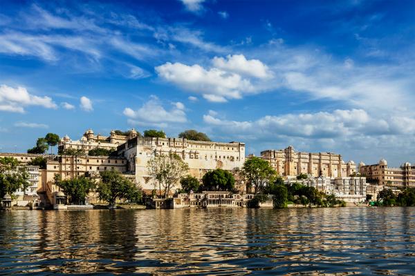 blick auf den stadtpalast vom see