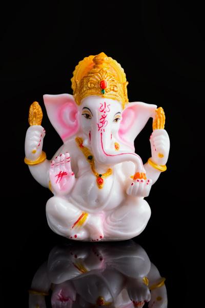 ganesha statue auf weiss