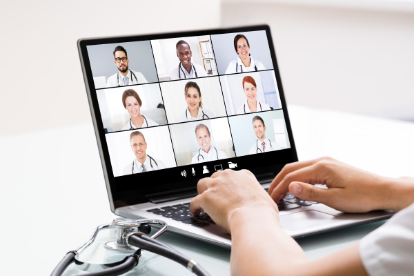 medical doctor in online elearning video