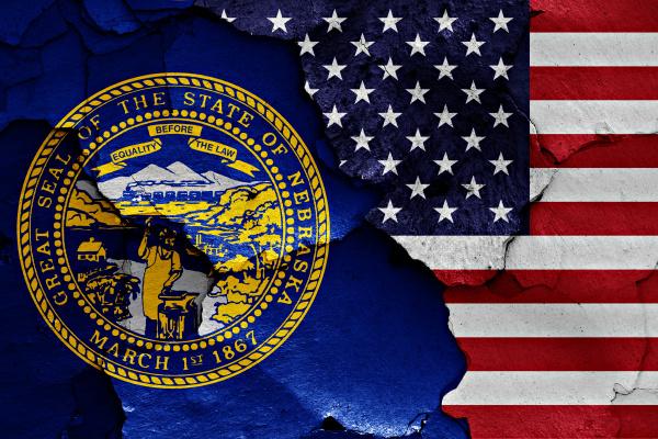 flaggen von nebraska und usa auf