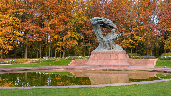 frederic chopin monument im koeniglichen baederpark