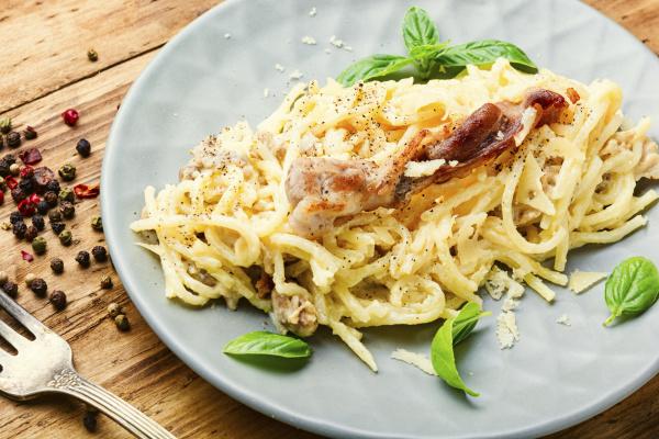 pasta carbonara mit speck