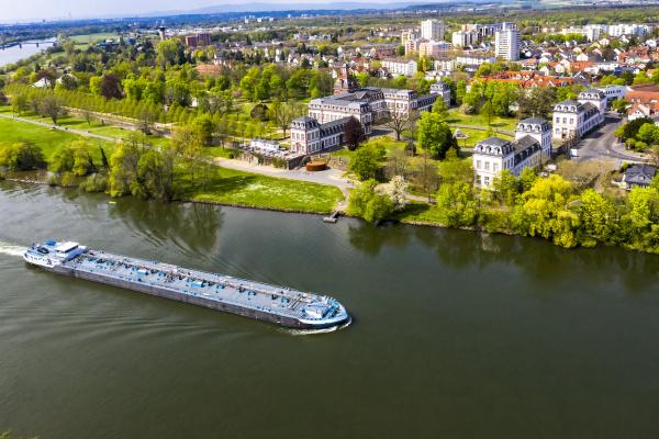 deutschland hessen hanau helikopteransicht des binnenschiffs