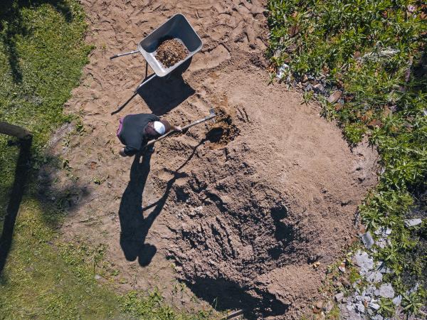 luftaufnahme des mannes der sand auf