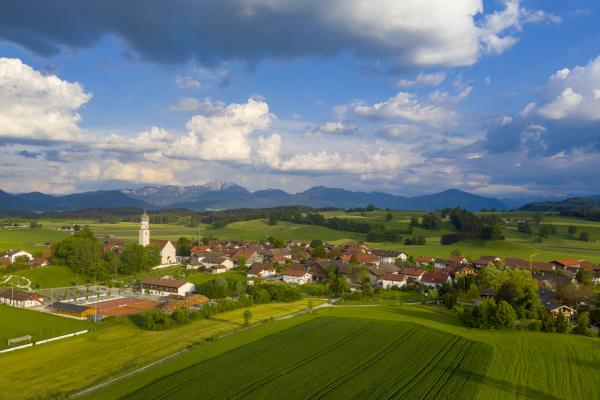 deutschland bayern oberbayern antdorf mit benediktenwand