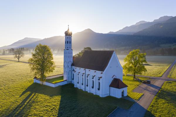 deutschland bayern schwangau drohnenansicht der kirche