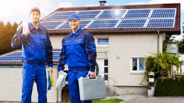 lächelnde, elektriker, reparaturtechniker - 28807515