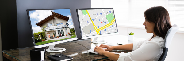frau auf der suche nach immobilien