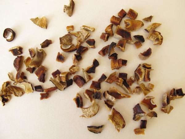 getrocknete pilze lorbeerbolete und porcino