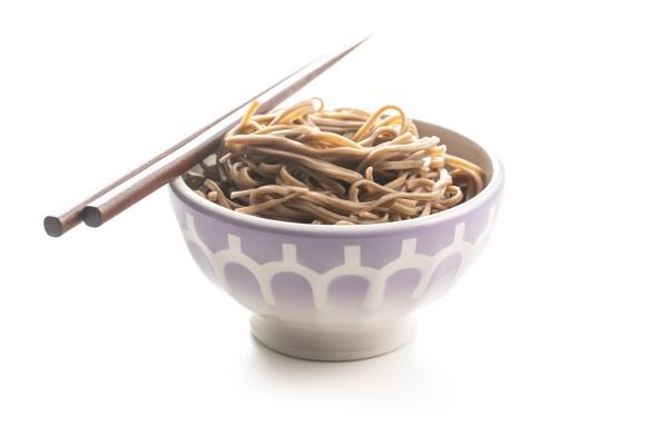 gekochte soba nudeln traditionelle asiatische pasta
