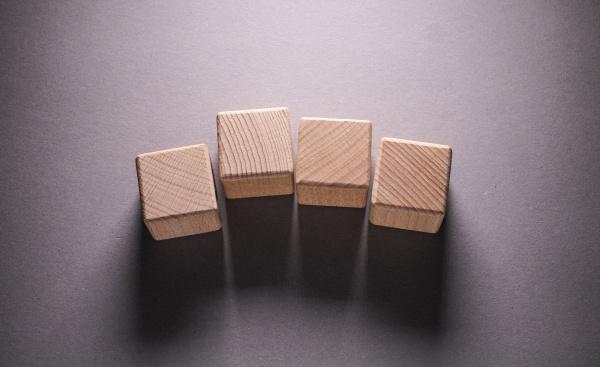 geometrische holzformen wuerfel