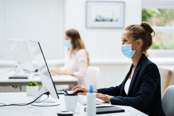 business team training arbeiten am computer