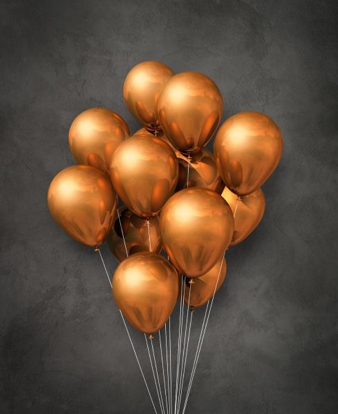 kupfer luftballons gruppe auf einem betonierten