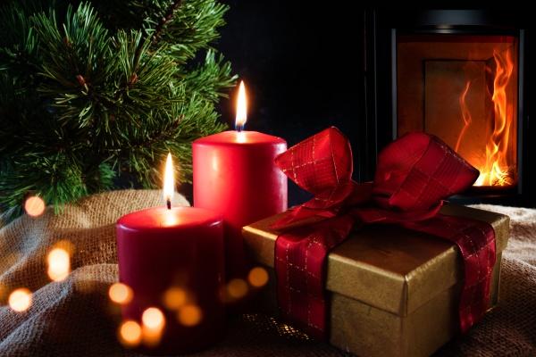 weihnachtsdekoration, mit, holzfeuer - 28959254