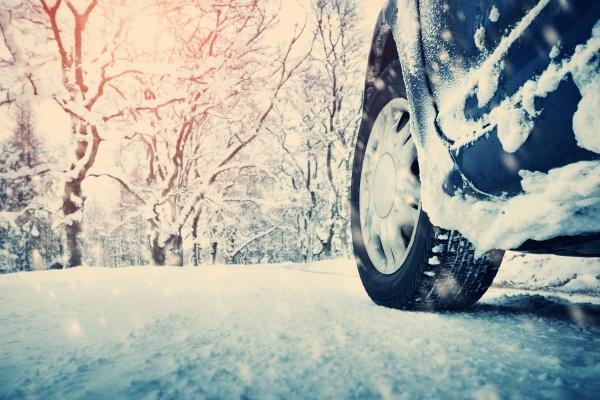 autoreifen auf winterstrasse