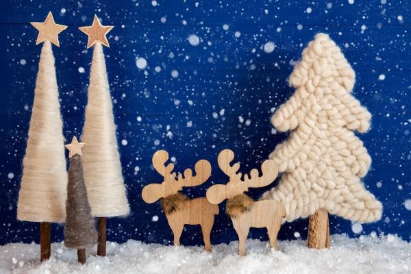 weihnachtsbaum elch schnee kopierraum schneeflocken