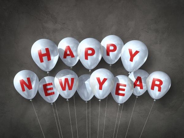 weisse glueckliche neujahrsluftballons auf dunklem betonhintergrund