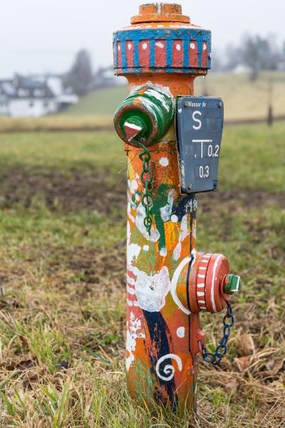 hell lackierter hydrant