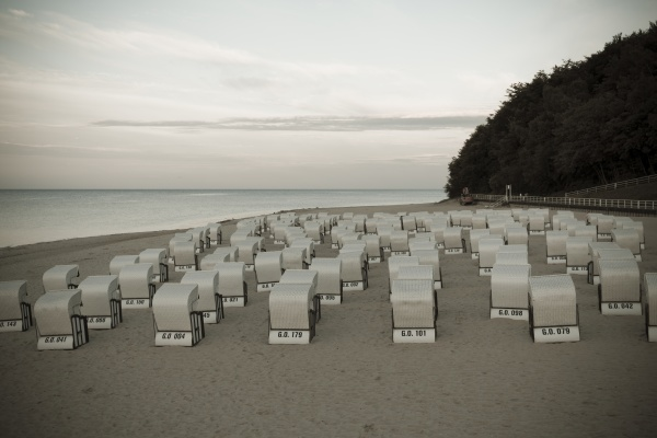 deutschland mecklenburg vorpommern ruegen sellin kapuzensessel