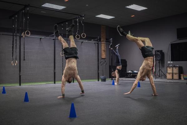 athleten die waehrend des trainings im