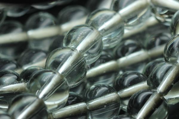 schoene glas glaenzende gebetsperlen oder rosenkranz