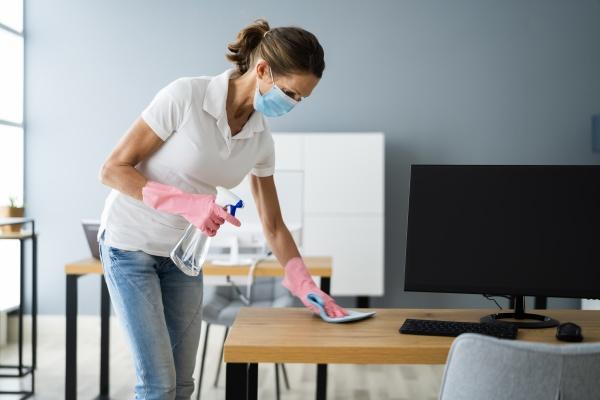 buero schreibtisch reinigungsservice professioneller hausmeister