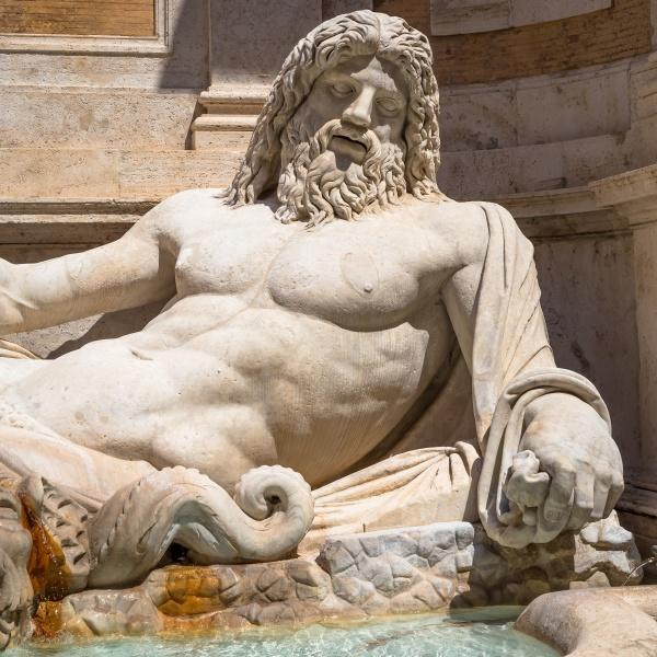 beruehmte griechische skulptur des ozeangottes genannt