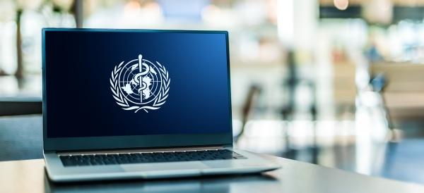 laptop computer mit logo der weltgesundheitsorganisation