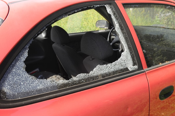 einbruch in ein auto autodiebstahl