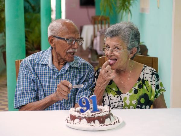 AElteres paar feiert den 91 geburtstag