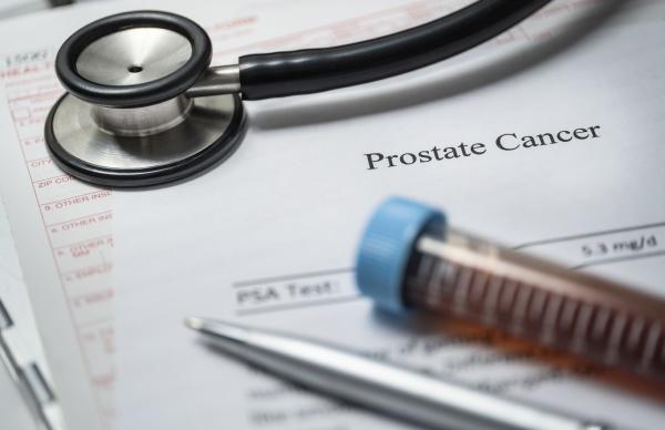 studioaufnahme von prostatakrebs dokument stethoskop und