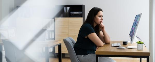 business woman analyst mit kpi daten