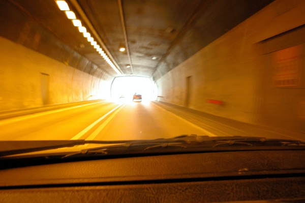 sichtverhaeltnisse in einem strassentunnel