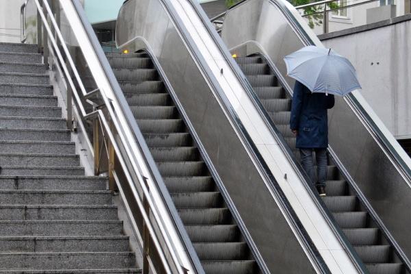 regenwetter in der stadt linz oberoesterreich