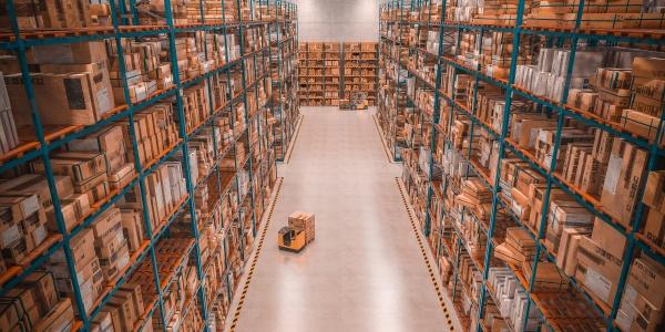kaufhaus voller waren industrie und logistikkonzept