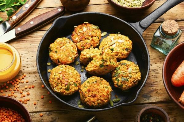 vegetarische karotten und linsenschnitzel