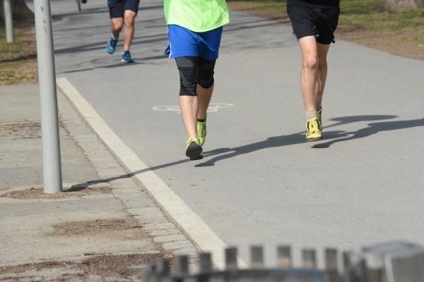 beine beim laufen oder joggen