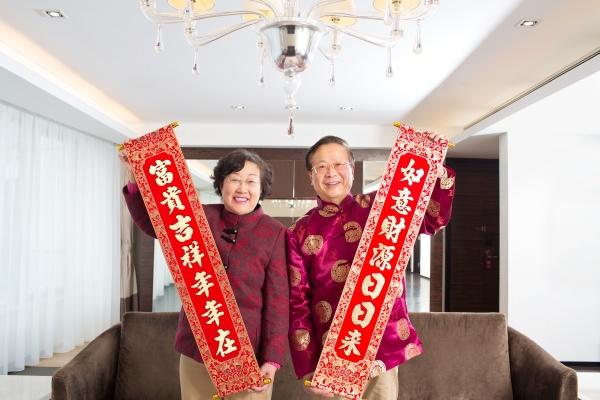 familie feiert chinesisches neujahr