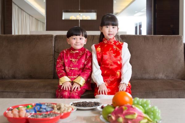 festliche chinesische neujahr traditionelle kostueme luxx