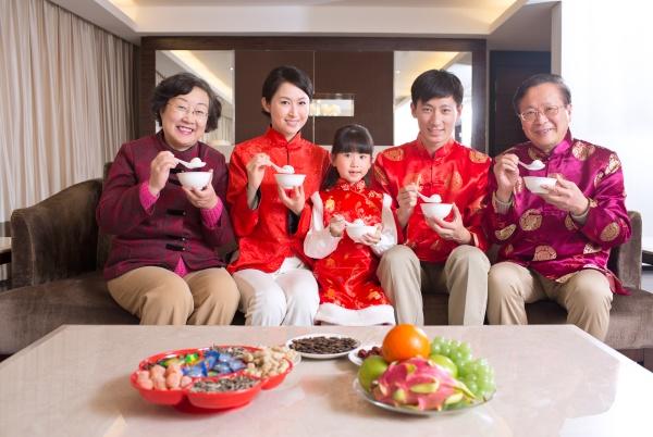 essen grossmutter grossvater erwachsene vielversprechende familie