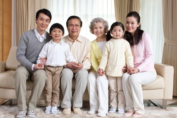 junge, frau, 60, +, kind., wohnzimmer - 29755592