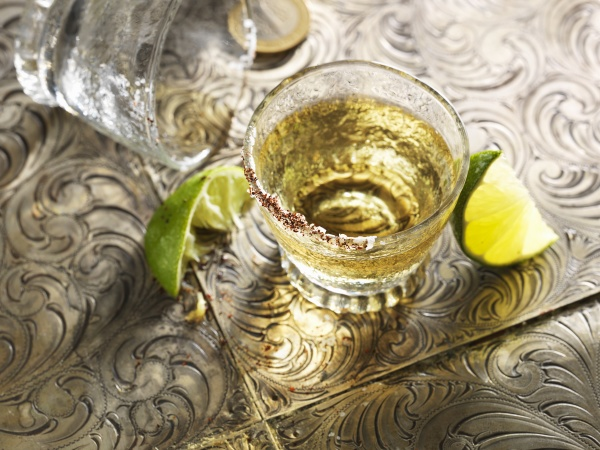 tequia, shot, with, lime, wedges - 29892963
