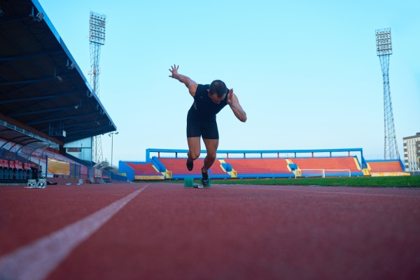 sportlicher mann start