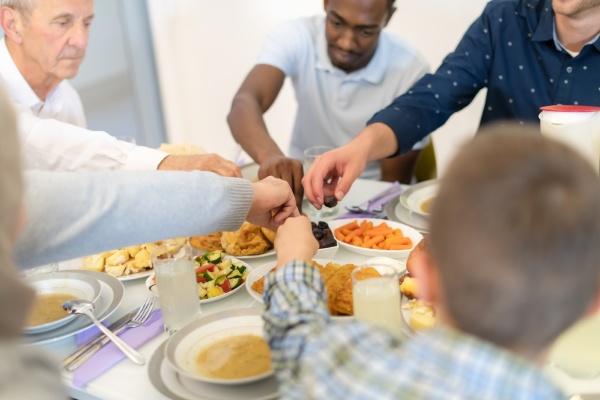 moderne multiethnische muslimische familie mit einem