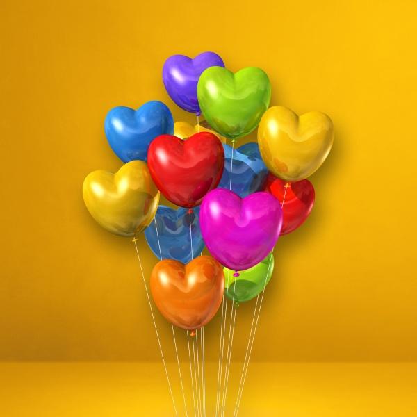 bunte herzfoermige ballons buendeln sich auf
