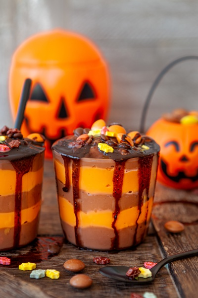 buntes dessert fuer halloween